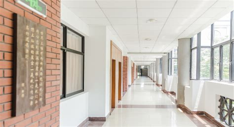上海工商信息学校乱吗