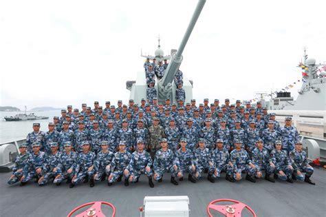 南海海域举行海上阅兵