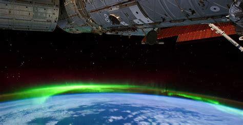 美翻了!俄宇航员太空拍下北极光